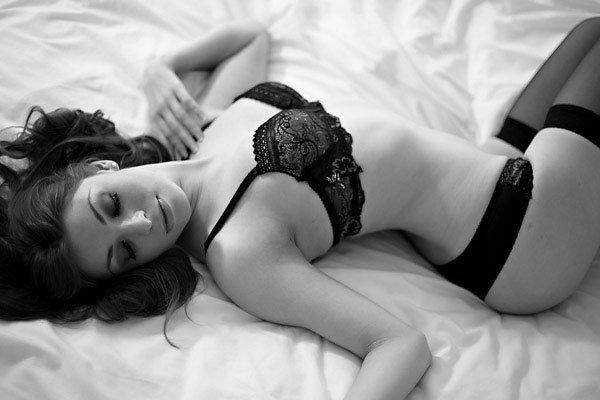 Boudoir Posing in Bed