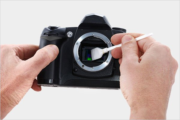 Image Sensor Claning with a Solvent