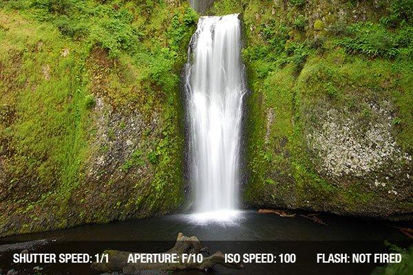 Gorgeous Multnomah Waterfalls in Oregon state of America